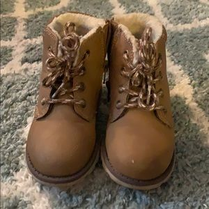 Carter's boots toddler size 9